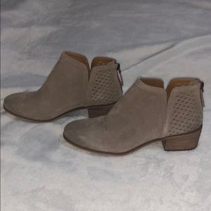 NWT Tan suede ankle booties